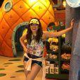 Anitta vira criança na Disney: 'Vou mil vezes no mesmo brinquedo'