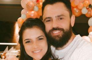 Mulher de sertanejo Mateus mostra rosto da filha em foto: 'Tudo bem por aqui'