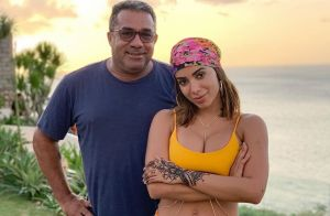 Pai de Anitta entrega vida amorosa da cantora ao responder fã: 'Comprometida'