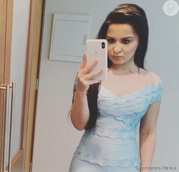 A cantora Maraisa apareceu com vestido justo em foto postada nesta quinta-feira, dia 24 de outubro de 2019