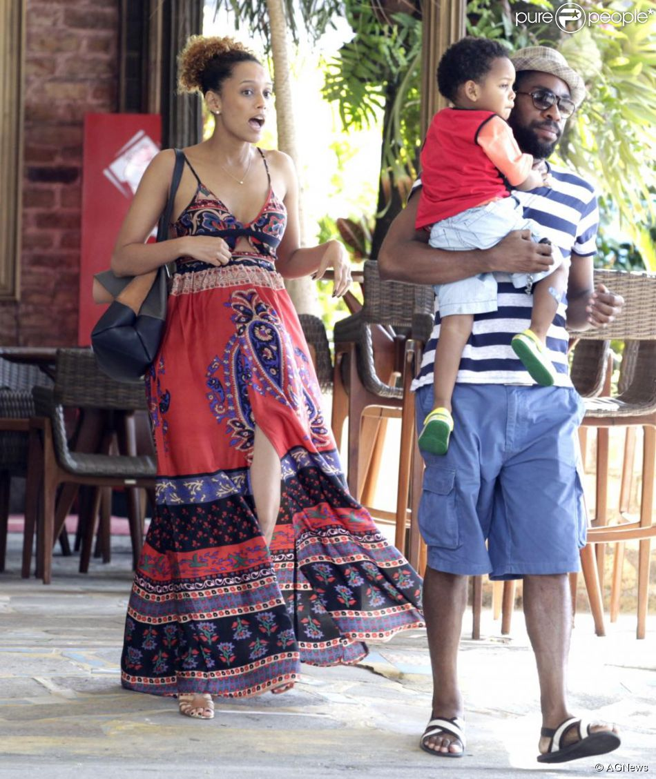 b4a2edb3a Grávida, Taís Araújo aposta em vestido estampado longo para almoço em  família