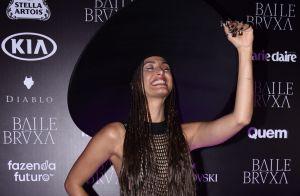 Camila Pitanga usa transparência e cabelo trançado em baile: '5h para trançar'