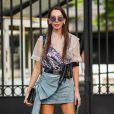 Saia jeans fashionista: modelo com drapeado lateral é muito estiloso para o próximo verão