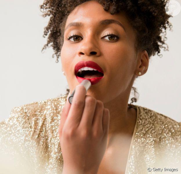 Batom na Black Friday: itens de maquiagem essenciais para compar e que vale a pena investir