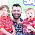 Gusttavo Lima decidiu reduzir a agenda de shows por causa dos filhos, Gabriel e Samuel