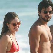 Agatha Moreira e o namorado, Rodrigo Simas, curtem praia com amigos. Fotos!