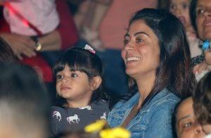 Carol Castro leva a filha, Nina, para ver os palhaços Patati e Patatá. Fotos!