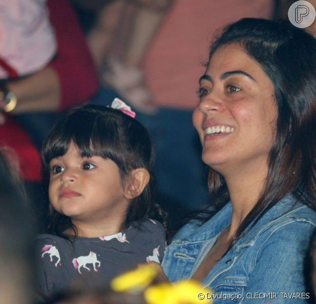 Carol Castro levou a filha, Nina, para assistir ao espetáculo 'Sorrir e Brincar', de Patati Patatá, neste sábado, 16 de novembro de 2019