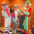 Família de Carol Nakamura conferiu o espetáculo 'Sorrir e Brincar, de Patati Patatá