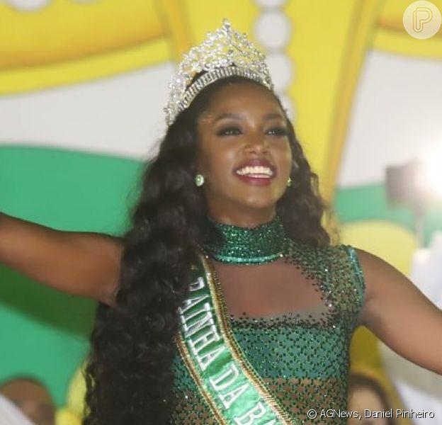 Iza é coroada rainha de bateria da Imperatriz Leopoldinense, em 17 de novembro de 2019