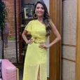 Patricia Poeta elegeu um vestido assimétrico amarelo que tem a cara do verão