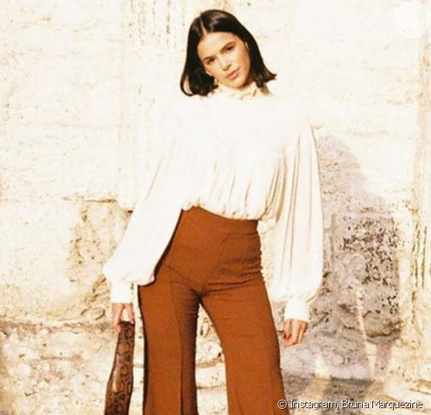 Bruna Marquezine reúne trends de outono em novo look de viagem