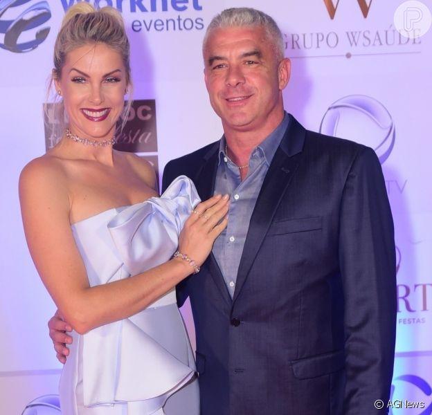 Ana Hickamann e o marido, Alexandre Correa, prestigiaram o jantar beneficente do Instituto Ressoar nesta terça-feira, 26 de novembro de 2019