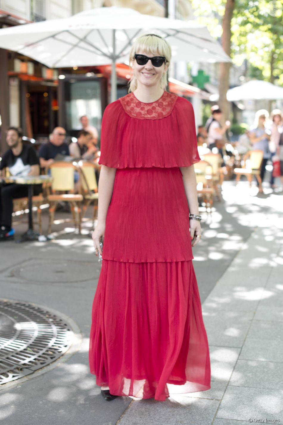 O vestido vermelho longo é um clássico de Natal: aposte no efeito plissado e nos babados, que são tendência da temporada