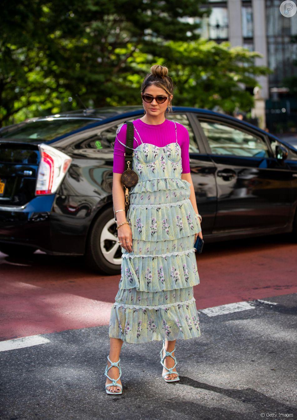 Look de Natal fashionista: sobreposição com vestidos florais e românticos