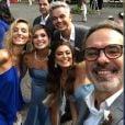 Flávia Alessandra e Juliana Paes posam com Otaviano Costa e amigos no casamento de Ale de Souza e Rodrigo Shimoto