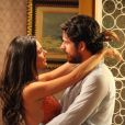 Sandra (Isis Valverde) pede Rafael (Marco Pigossi) em casamento, em 'Boogie Oogie'