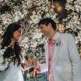 Jorge Vercillo e a biomédica Martha Suarez se casaram na praia de Itapuã, na Bahia