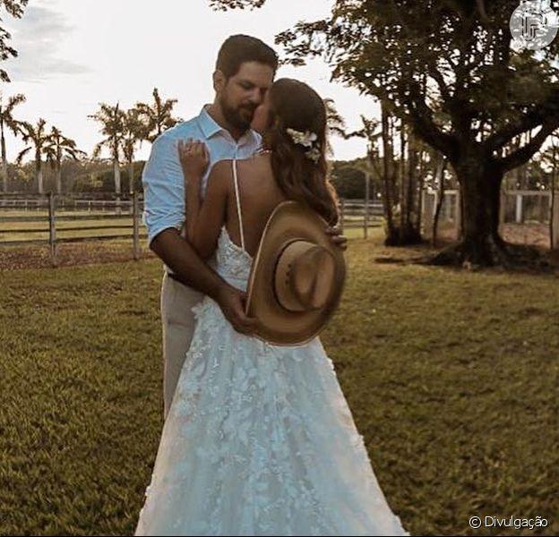 O sertanejo Sorocaba se casou com a modelo Biah Rodrigues em dezembro. Recorde esse casamento e outros dos famosos em galeria nesta quinta-feira, dia 19 de dezembro de 2019