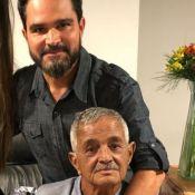 Luciano Camargo se diverte com o pai, Francisco, de 82 anos, em vídeo: 'Esperto'