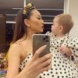 Sabrina Sato apostou na trend do poá em preto e branco, e combinou o look com a sua filha, Zoe