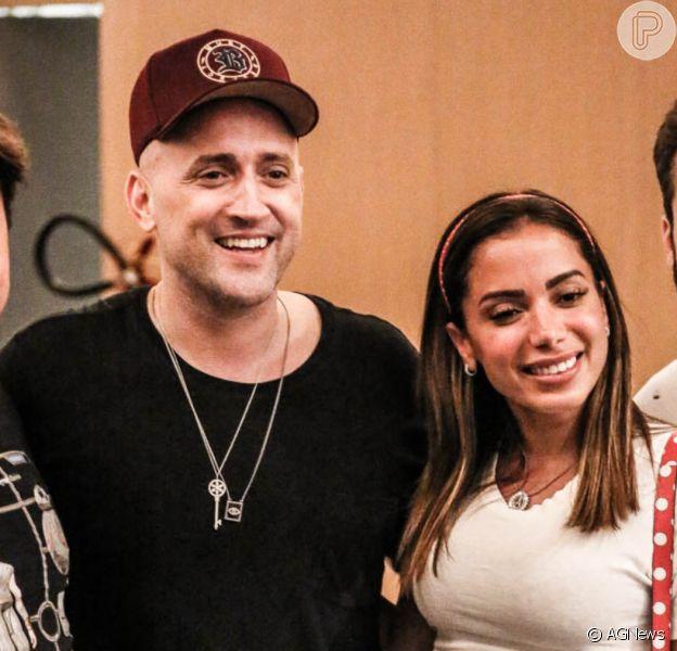 Anitta curte day off com família e amigos no cinema