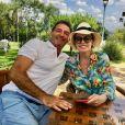 Ana Maria Braga e Johnny Lucet estão curtindo dias de folga na fazenda da apresentadora