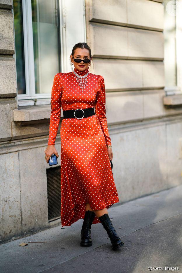 Os vestidos de festa com estampa de poá podem ser mais coloridos no verão