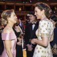 Kate Middleton conversa com Renee Zellweger durante premiação com Príncipe William neste domingo, dia 02 de fevereiro de 2020