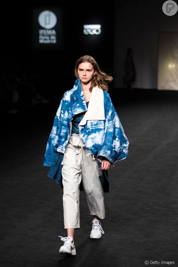 Dica de moda: casaco oversized é uma ideia para transformar o seu look em passarela como no desfile Samsung EGO do Madrid Fashion Week