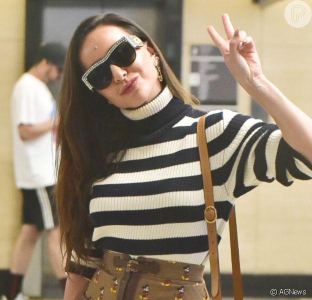 Sabrina Sato esbanja simpatia ao embarcar no aeroporto de Congonhas, em São Paulo, nesta sexta-feira, 07 de fevereiro de 2020