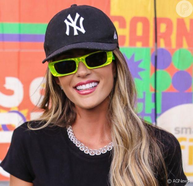 Ex-BBB Aline Gotschalg marcou presença no CarnaUol, no Jockey Club, em São Paulo, neste sábado, 8 de fevereiro de 2020