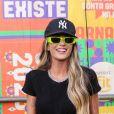 Ex-BBB Aline Gotschalg exibiu barriga seca em look comfy