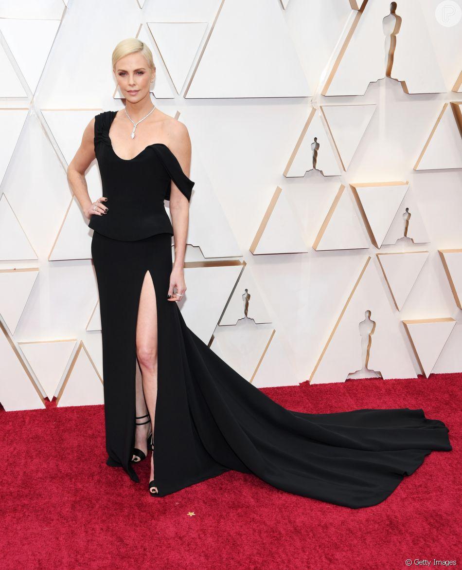 Charlize Theron usou um pretinho nada básico da Dior no Oscar 2020