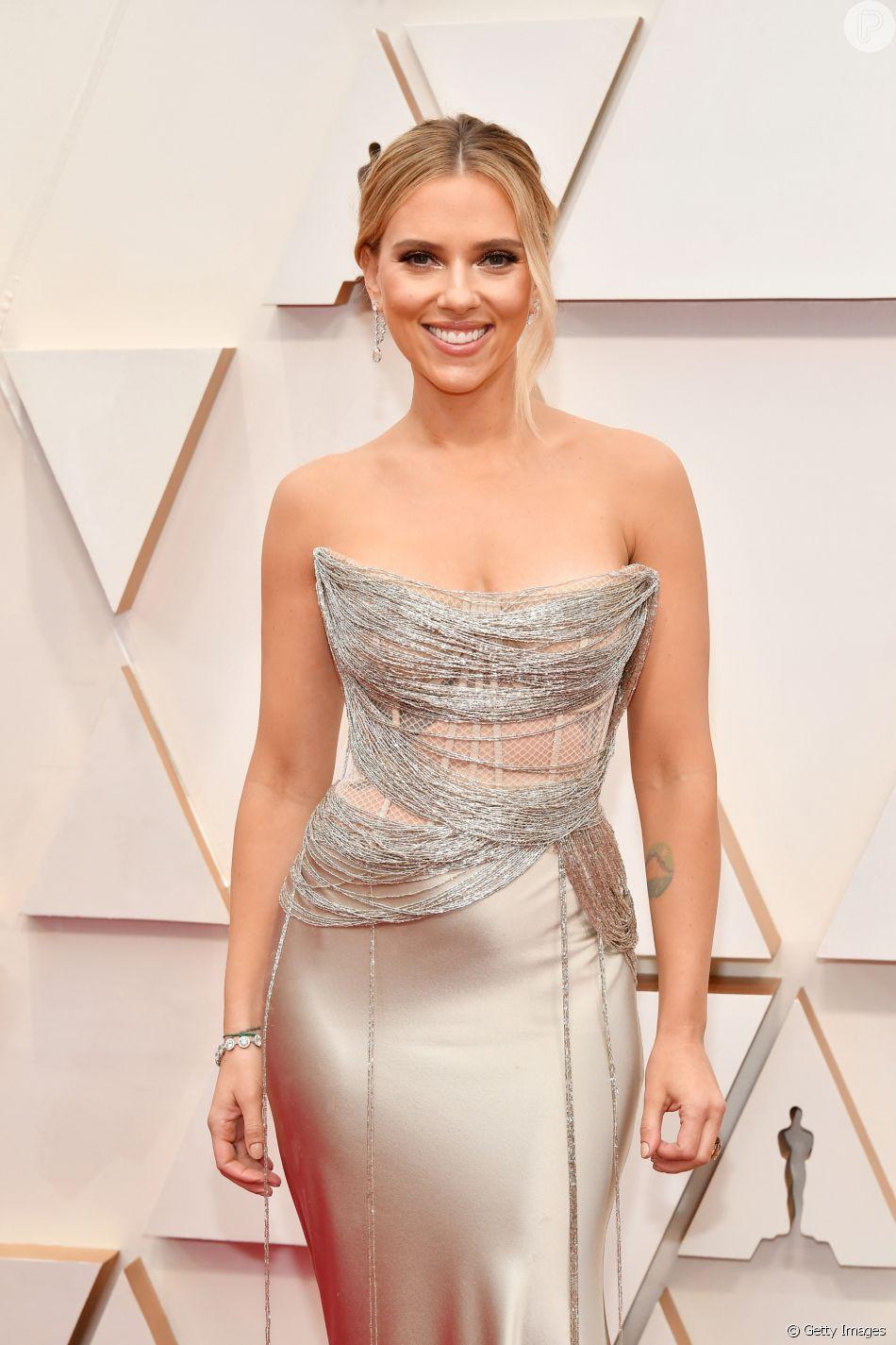 Scarlett Johansson usou um vestido tomara que caia Dior no Oscar 2020