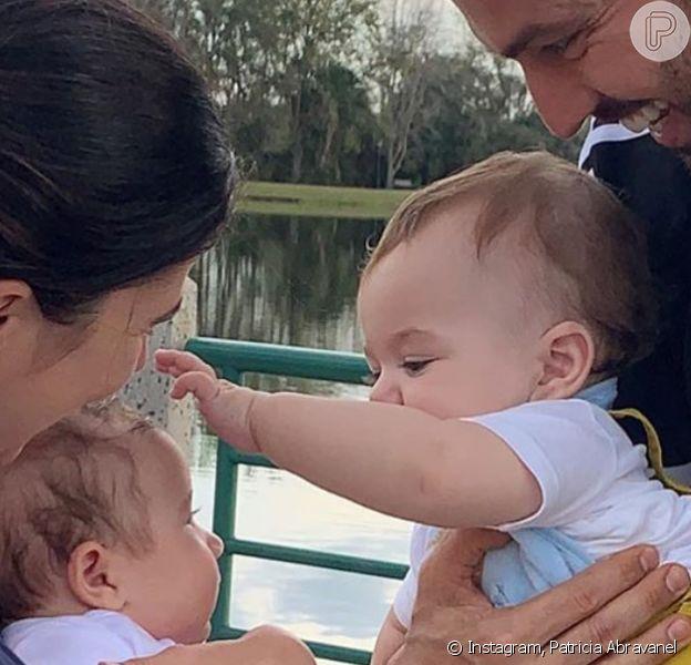 Patricia Abravanel encantou web ao mostrar encontro do filho caçula, Senor, com André, filho mais novo de Renata Abravanel, sua irmã