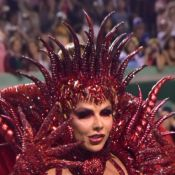 Viviane Araujo usa look all red para desfile da Mancha Verde: 'Luxúria do mal'