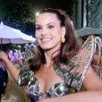 Camila Queiroz apostou em fantasia com tons dourados e prateados para o Baile do Copa, neste domingo de carnaval, 23 de fevereiro de 2020