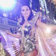 Camila Queiroz atraiu olhares com fantasia futurista ao estrear como rainha do Baile do Copa neste domingo de carnaval, 23 de fevereiro de 2020