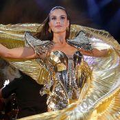 Camila Queiroz brilha em look futurista e costeiro esvoaçante no Baile do Copa