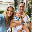 Filha de Ticiane Pinheiro, Manuella roubou a cena em foto com pais