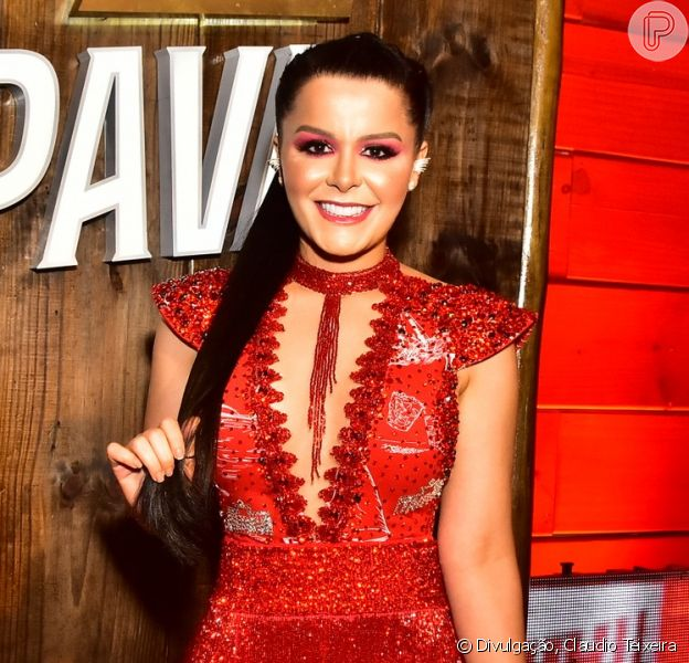 Maraisa usa look decotado em camarote de Carnaval e namorado elogia a cantora em foto neste domingo, dia 23 de fevereiro de 2020.