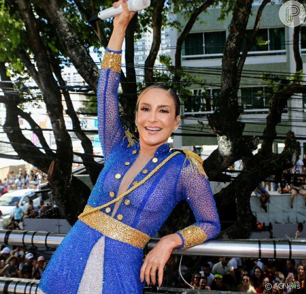 Claudia Leitte comanda trio elétrico em Salvador com roupa inspirada na revolucionária Maria Quitéria, em 24 de fevereiro de 2020.