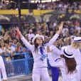 Filha de Claudia Raia e Edson Celulari, Sophia Raia interagiu com o público no desfile da Beija-Flor