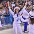Sophia Raia se divertiu durante o desfile da Beija-Flor, última escola a encerrar o Carnaval do Rio de Janeiro