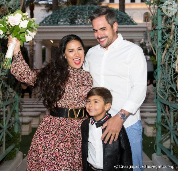 Marido de Simone faz surpresa para renovar votos de casamento com cantora. Veja foto da cerimônia, realizada na segunda-feira, dia 02 de março de 2020