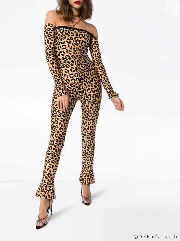 Sabrina Sato escolhe macacão ombro a ombro com estampa de leopardo para evento na Record TV