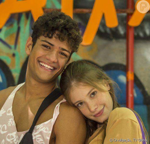 Novela 'Malhação - Toda Forma de Amar': Anjinha (Caroline Dallarosa) vai ser surpreendida na porta de motel. 'Meu pai!'
