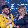 Marília Mendonça também fez uma live em casa e contou com a presença do namorado, Murilo Huff