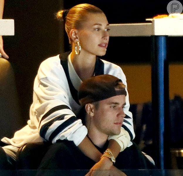 Justin Bieber faz coreografias e participa de desafios com Haley Baldwin no Tik Tok